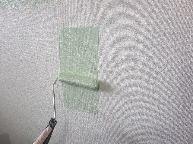 ●キッチンの壁1面をグリーンに塗りました♪