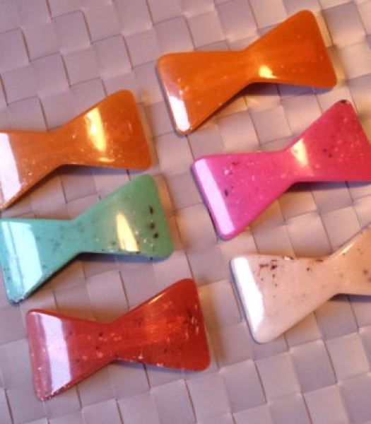 bow 1960s hairclip lucite from Lovelys Vintage