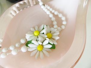 1950s vintage white celluloid daisy necklace from Kate Beavis