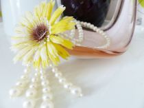 Vinatge 1950s daisy and pearl necklace from kate Beavis