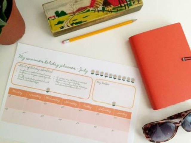 How to organise your children's art (plus a FREE summer holiday diary printable) on Kate Beavis.com