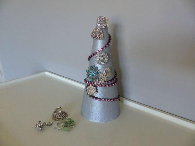 DIY Tutorial A Vintage Jewel Christmas Tree by Kate Beavis