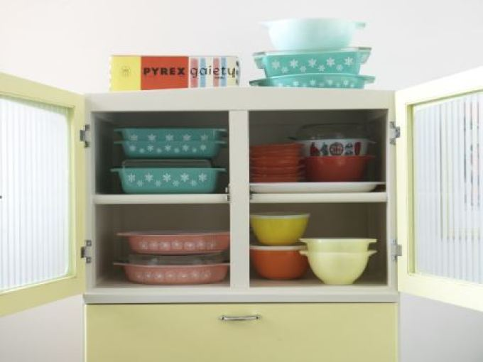 Get the Vintage 1950s Kitchen Look Pyrex from Style Your Modern Vintage home book by Kate Beavis