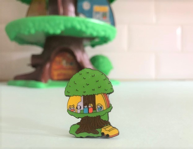 Vintage Pin Club tree house toy