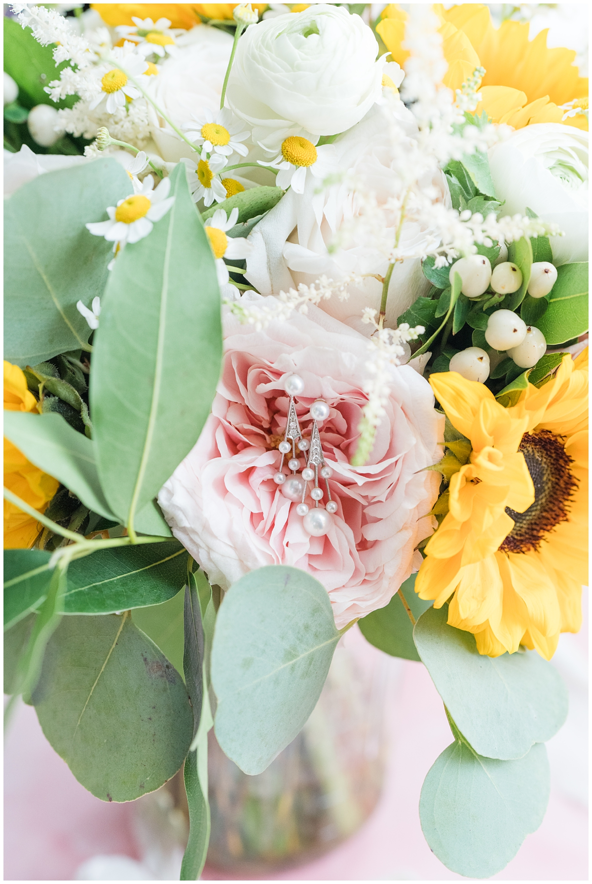 wedding bouquet with rings on pink flower