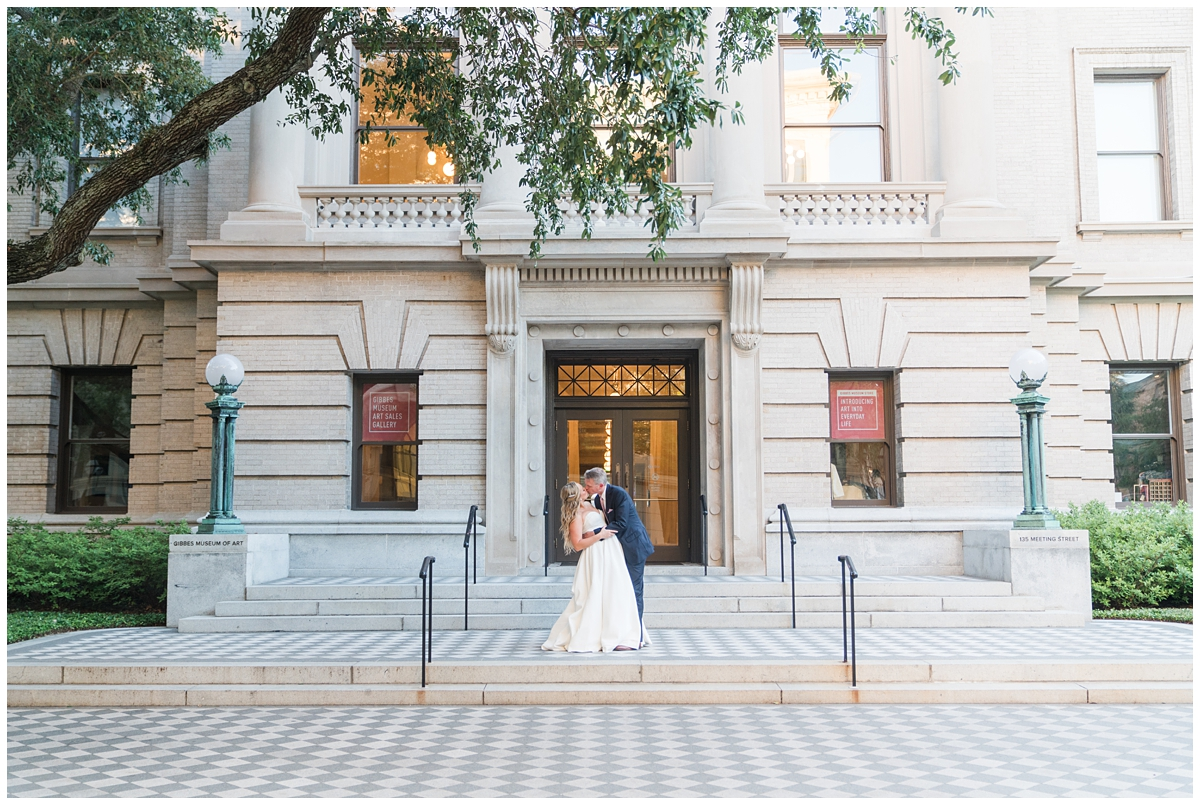 married couple kisses outside Gibbes Museum