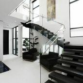 Escalier design noir ambiance