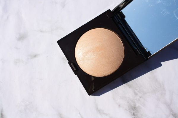 LAURA MERCIER MATTE RADIANCE: THE HIGHLIGHTER YOU NEED IF YOU HATE HIGHLIGHTERS | Kate Loves Makeup