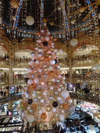 The gigantic tree in Galeries Lafayette