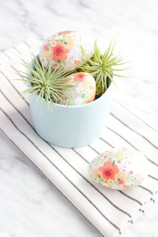 https://www.bloglovin.com/blogs/say-yes-3879822/diy-tissue-paper-eggs-4773422582