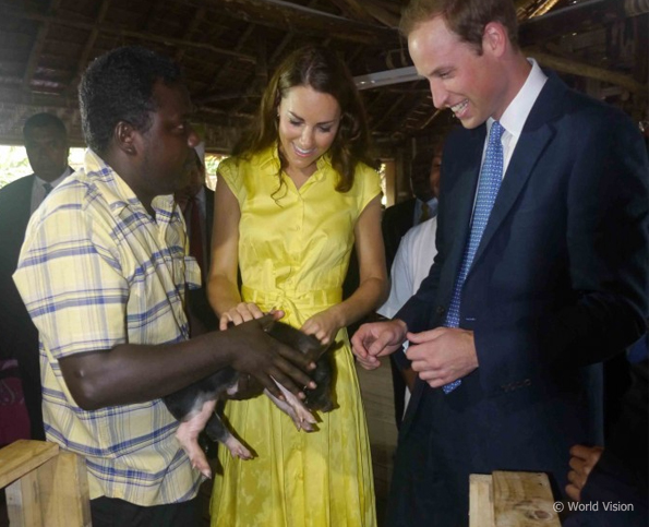 kate and william with the piglets