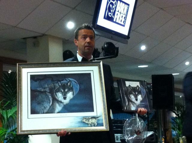 Wildlife artist Pollyanna Pickering donates a unique prize