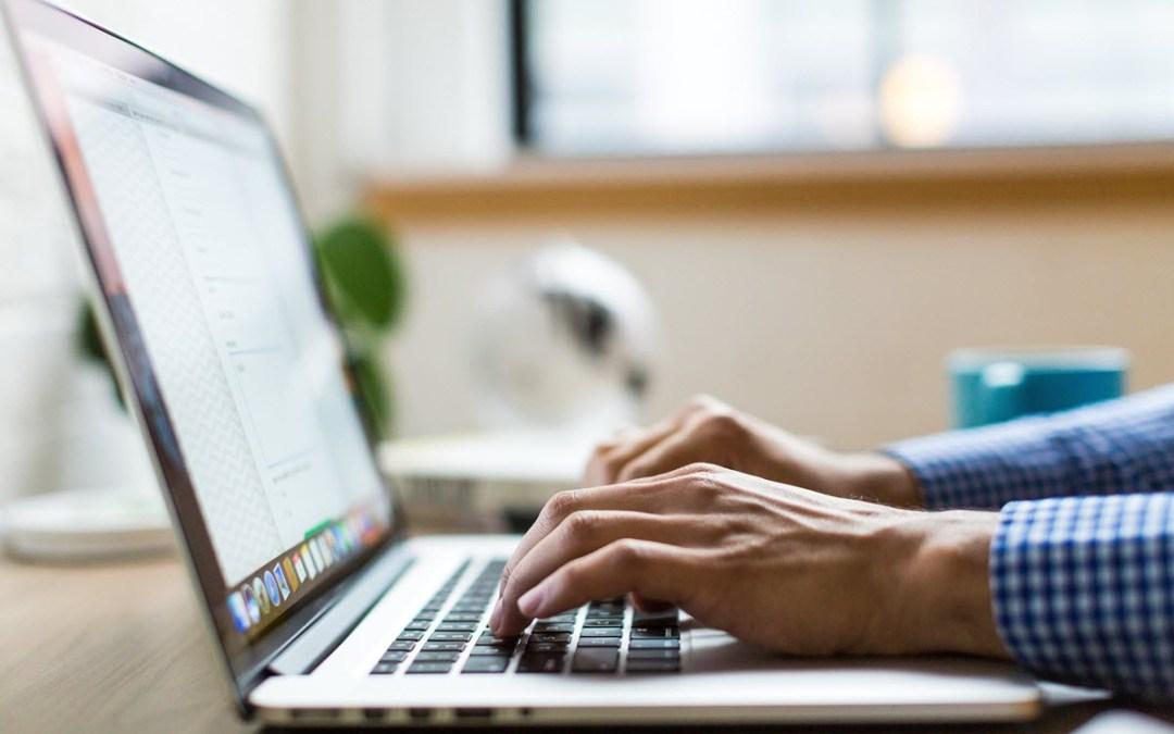 Οι ασκήσεις που θα σώσουν τους καρπούς σου, αν τους έχεις γονατίσει από τον υπολογιστή