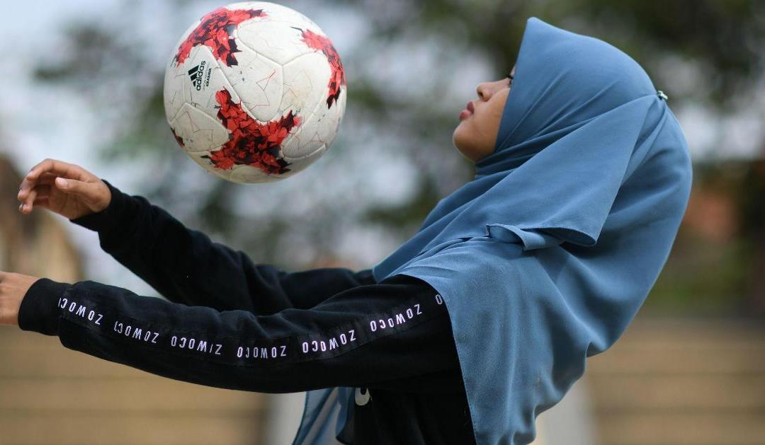 Ποδόσφαιρο για τις γυναίκες με τα χιτζάμπ