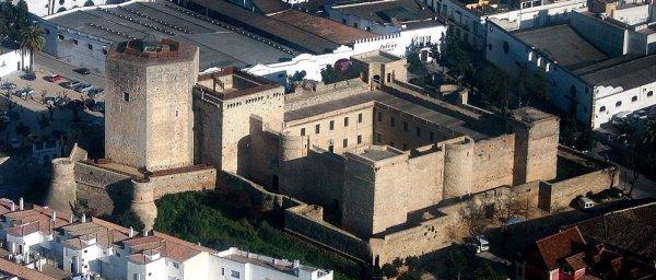 Photo via castillodesantiago.com