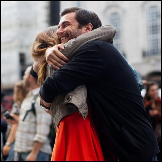 couple-embrace-hugs-photos-jonron-528x528