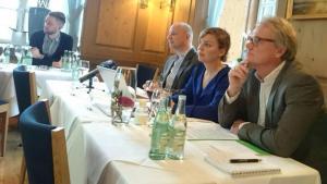 Katharina Schulze und Oliver Decker bei der Pressekonferenz