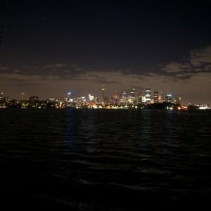 Syndey by Night ujęcie z pokładu