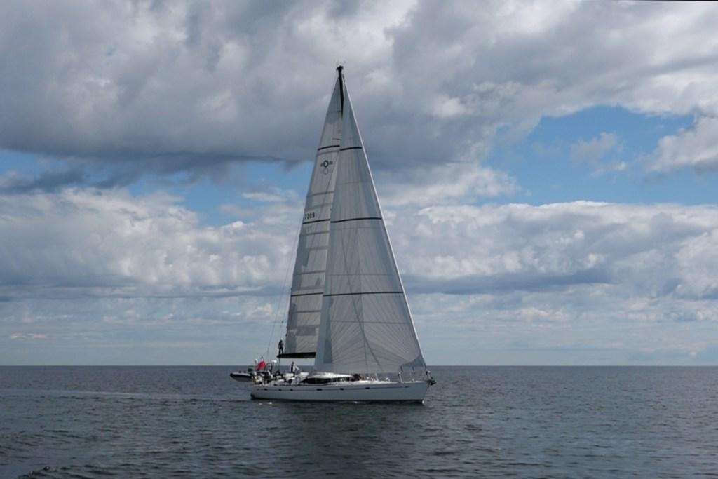 Katharsis II na Zatoce Gdańskiej pod pełnymi żaglami