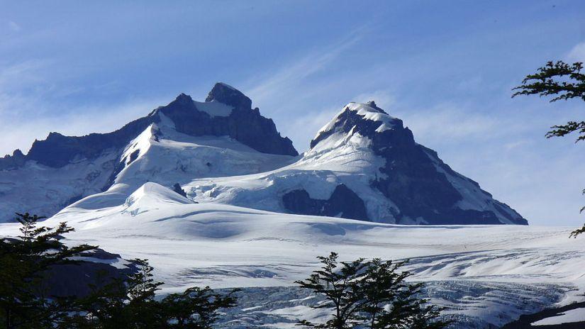 1024px-Cerro_Tronador_-_cordillera_de_los_Andes
