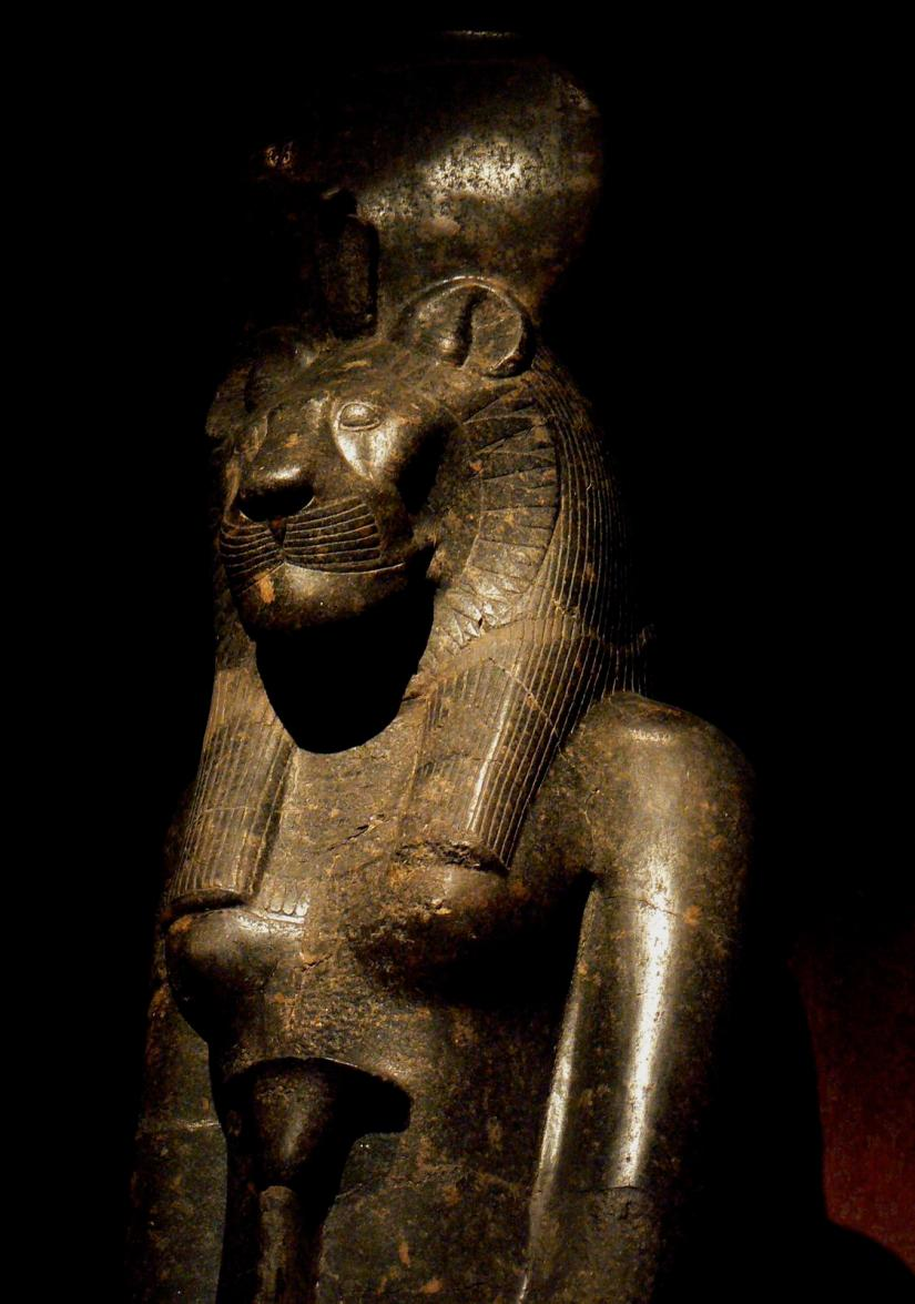 Statue_of_Sekhmet_in_the_Turin_Museum,_Italy