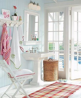 beach bath with red accents