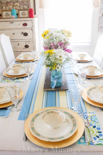 Vintage-Blue-and-Yellow-Spring-Tablescape