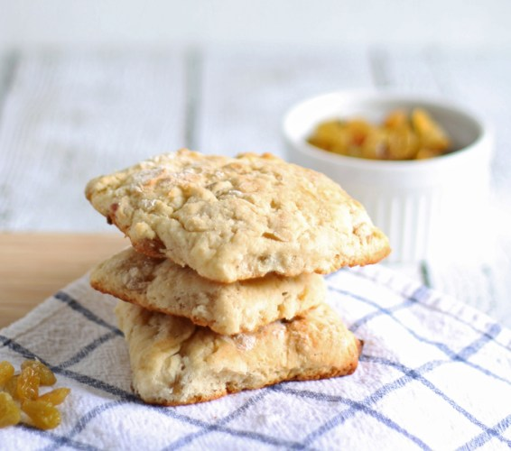 golden-raisin-scones