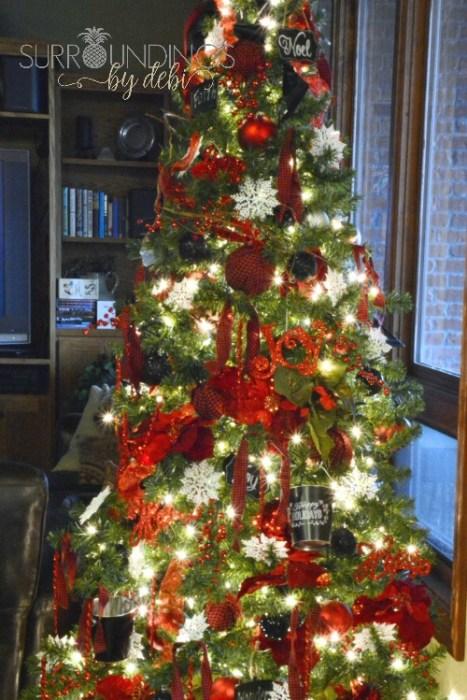 red and black Christmas tree theme