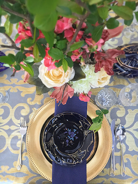 cobalt blue tablescape