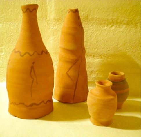 Mini terracotta vases
