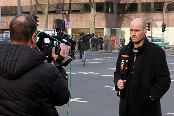 Reporter_mit_Kameramann-Image