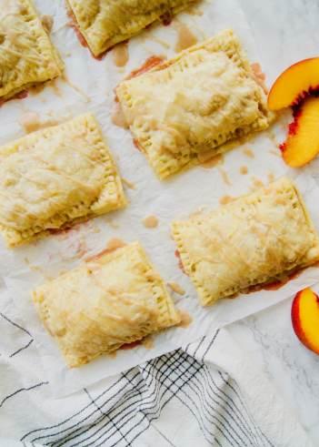 Cinnamon-Glazed-peach-pop-tarts-with-peaches