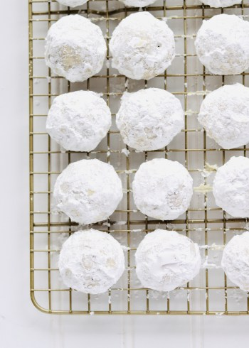 powdered sugar snowball cookies on rack v2