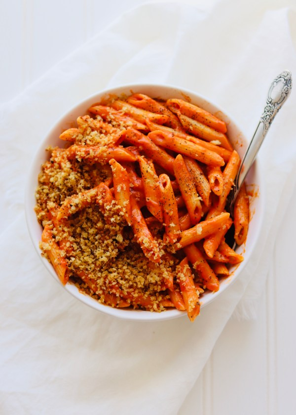 Monday approved, and ready in under 30 minutes. The creamy, yet dairy-free sauce, uses just 6 simple ingredients. A can of coconut milk is the secret! Topped with easy crispy, garlic bread crumbs.