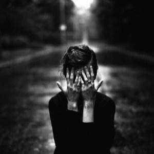 alone-black-and-white-girl-photography-favim-com-319389