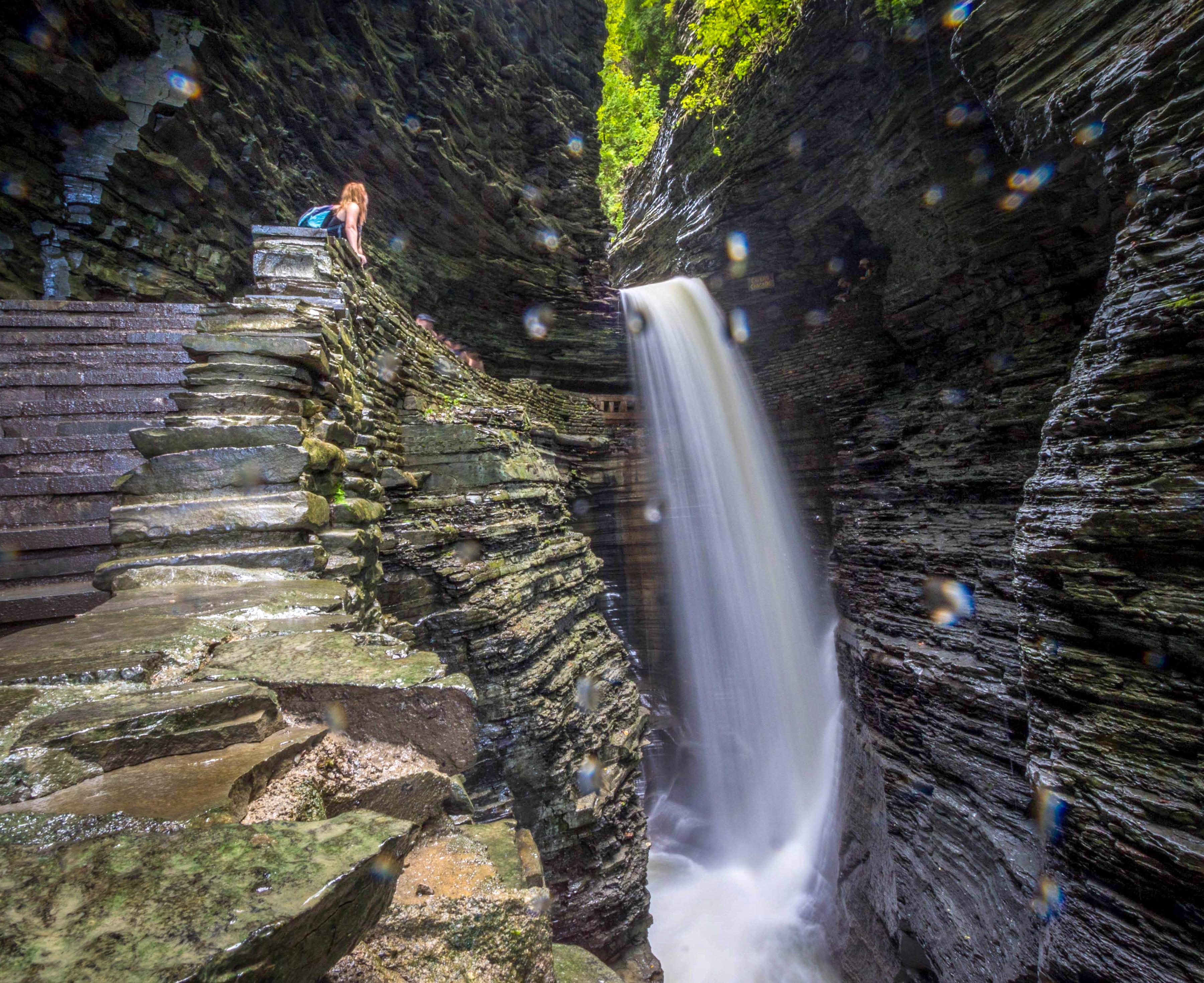 #waterfallchasers #myFLXtbex #watkinsglenstatepark #watkinsglengorgetrail #watkinsglengorge #upstateNY #fingerlakes #watkinsglen #racinghistory #upstatenewyork #iloveny #hikingmom #hikingadventures #womenwhohike #girlswhohike #sheexplores #chasingwaterfalls #momswhohike #friendswhohike #hikingday