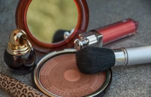 makeup-2479577_1920