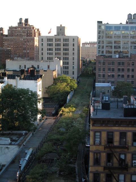 New York High Line through the buildings