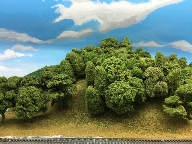 A green hill