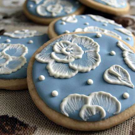 amber-blue-embrodiery-cookie.JPG