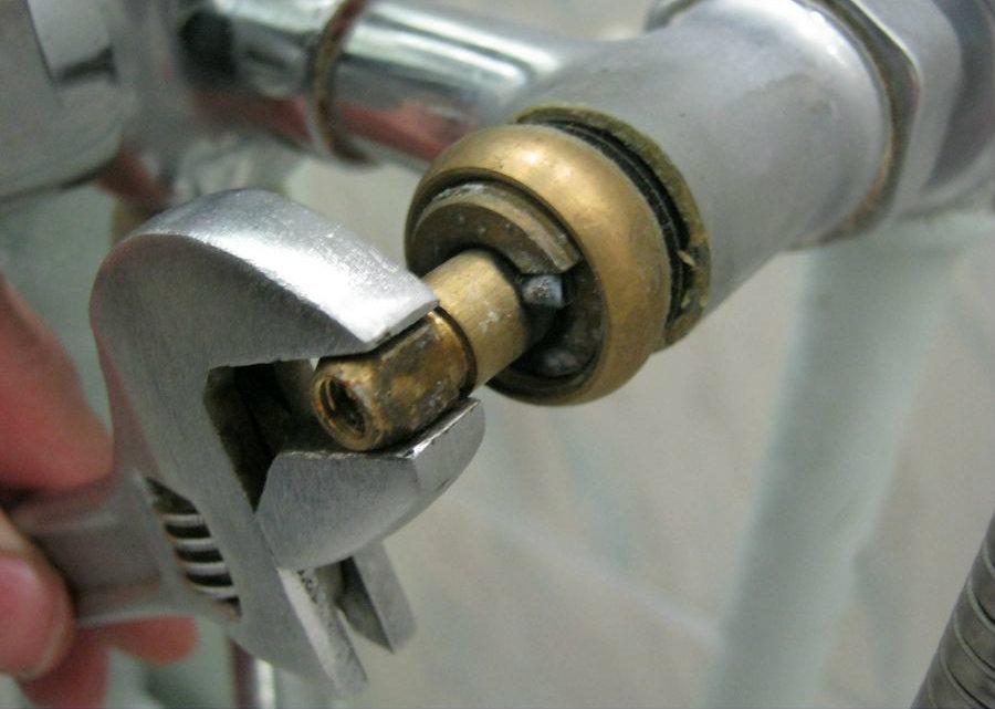 Αντικατάσταση μπαταρίας μπάνιου, νιπτήρα μόνος-μου