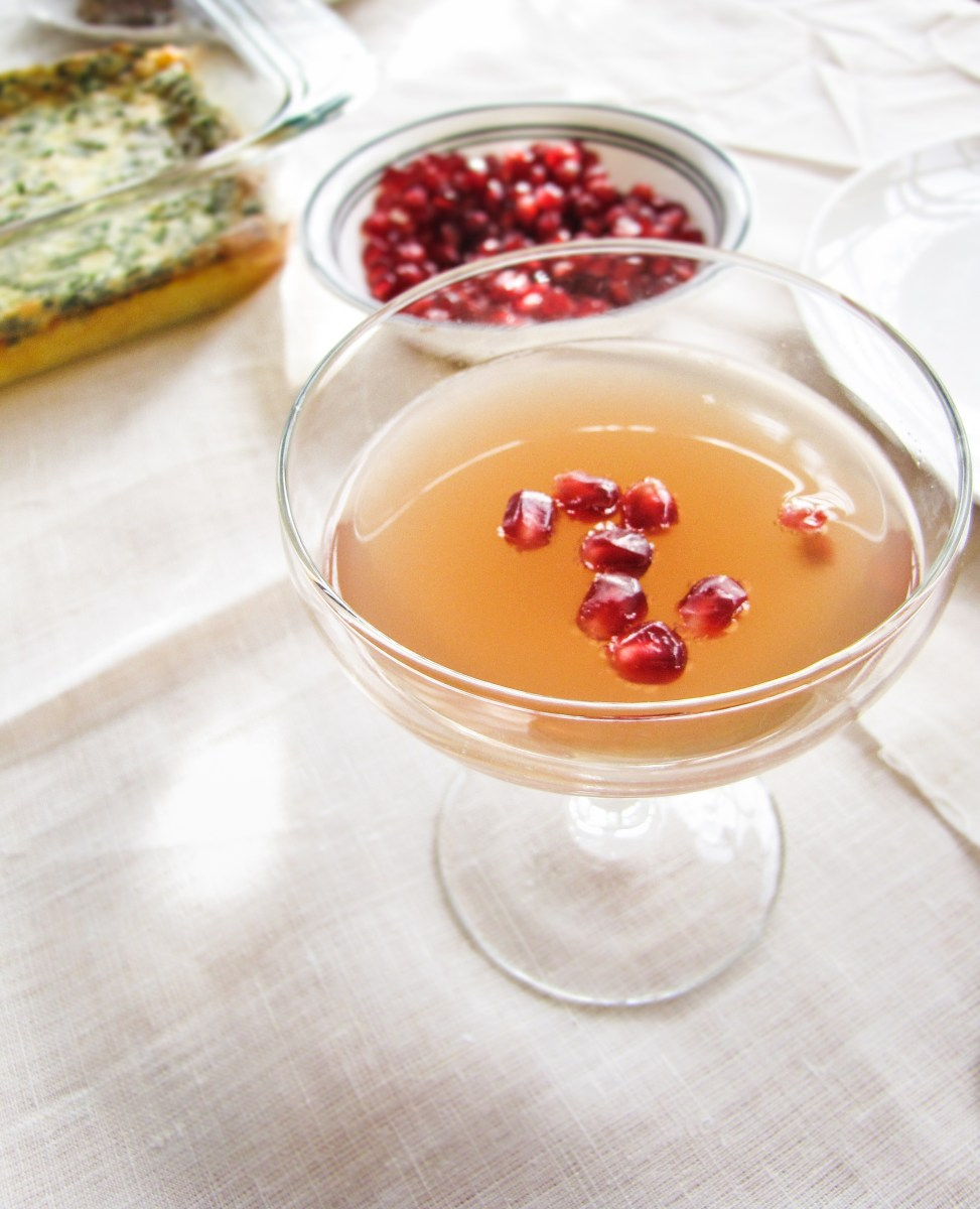 12 Festive Winter Cocktails  - Pomegranate Mimosas for Christmas Morning {Katie at the Kitchen Door}