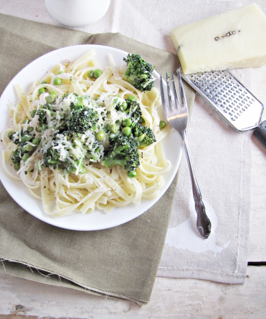 Ingredient of the Week: English Peas // Lemon Broccoli Pasta with Peas
