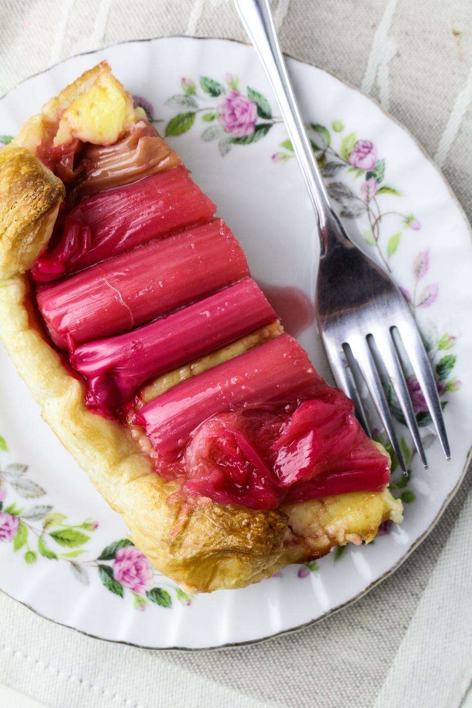 Rosé-Poached Rhubarb Cheesecake Tart {Katie at the Kitchen Door}