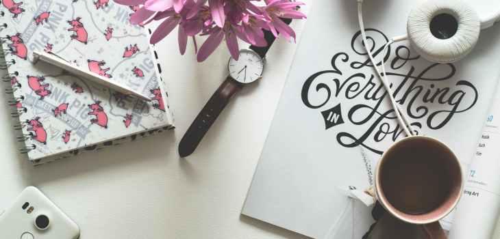 desk, organized desk, burnout, avoiding career burnout, career burnout, young professionals