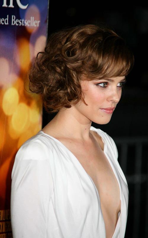 Rachel Mcadams In A Very Low Cut Dress 2 Katies Movie Blog