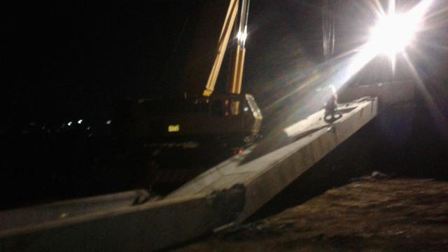 jembatan penyeberangan bocimi jatuh