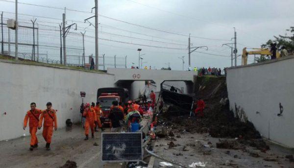 ambruknya tembok underpass bandara