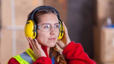 Pekerja Menggunakan Ear muff